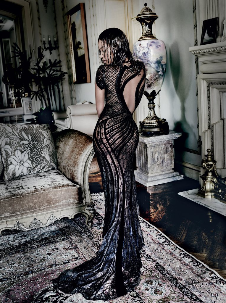 beyoncc3a9-by-mario-testino-for-vogue-us-september-2015-1