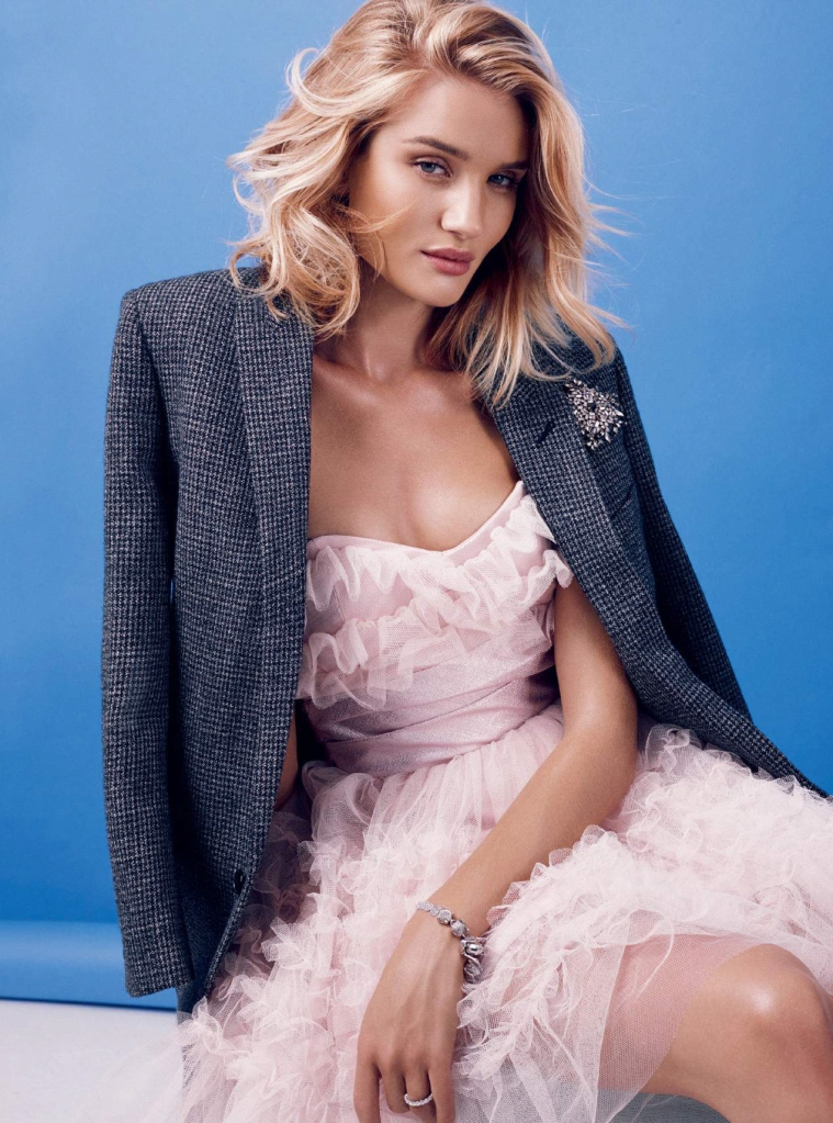 rosie-huntington-whiteley-by-alexi-lubomirski-for-harper_s-bazaar-uk-september-2015-5