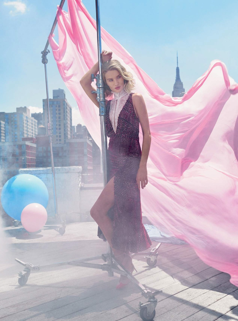 rosie-huntington-whiteley-by-alexi-lubomirski-for-harper_s-bazaar-uk-september-2015-6